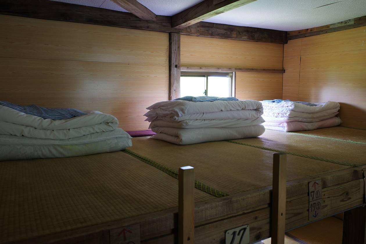 太郎平小屋の寝室 コロナの影響で1人分のスペース十分