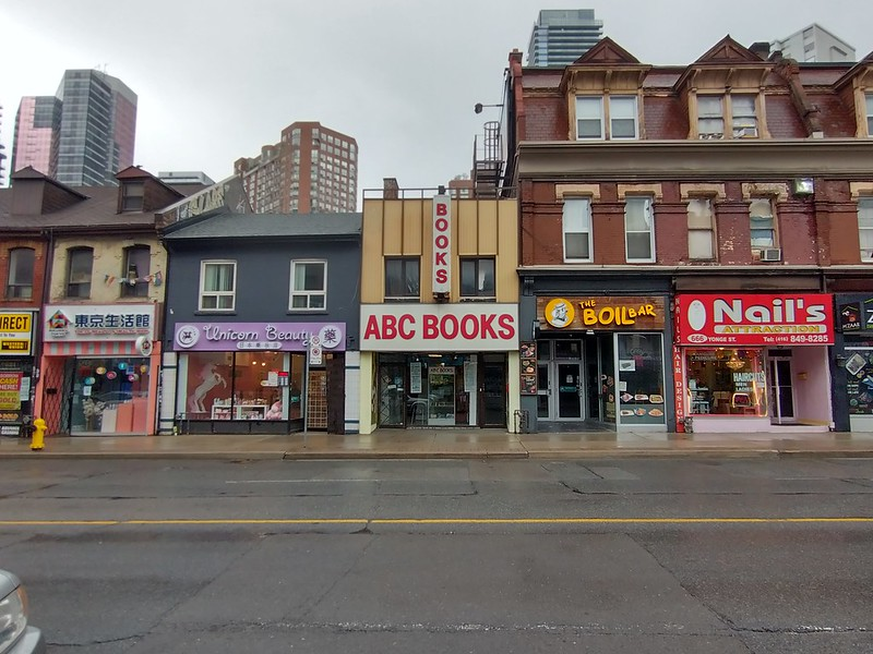 ABC Books, still around #toronto #yongestreet #bookstore #abcbooks #streetscape