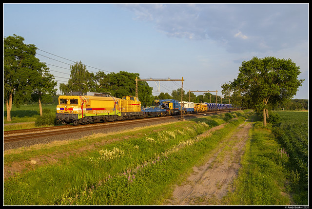 Strukton 1824 + 303004, Staphorst