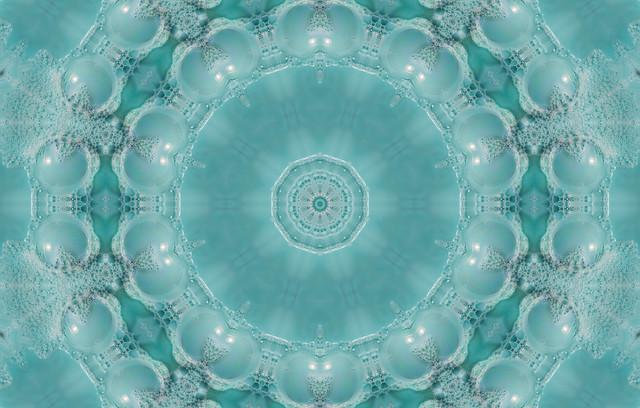 kaleidoscopic giant bubbles