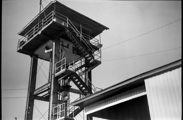 looking up, railroad watchtower, auxiliary building,  Asheville, NC, Goerz Box Tengor, Fomapan 200, Moersch Eco film developer, 8.1.20