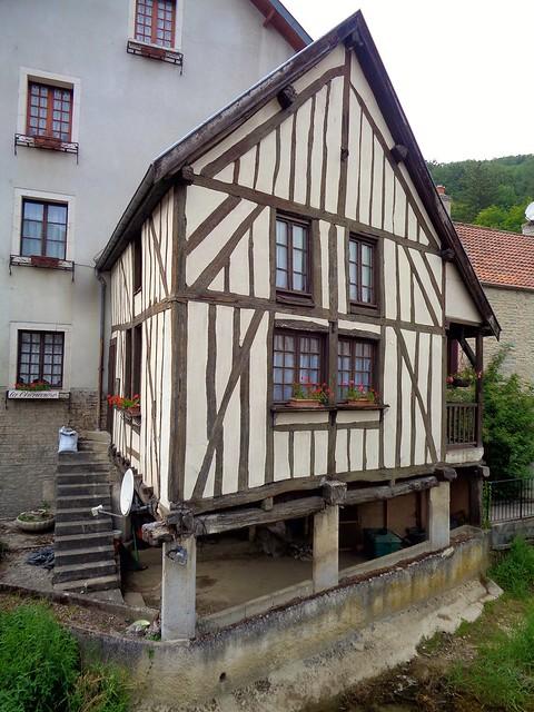 Val-Suzon / Ancienne maison à colombages