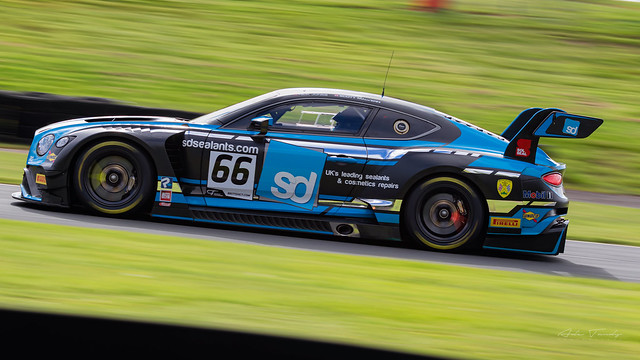 66 Team Parker Racing Bentley Continental GT3