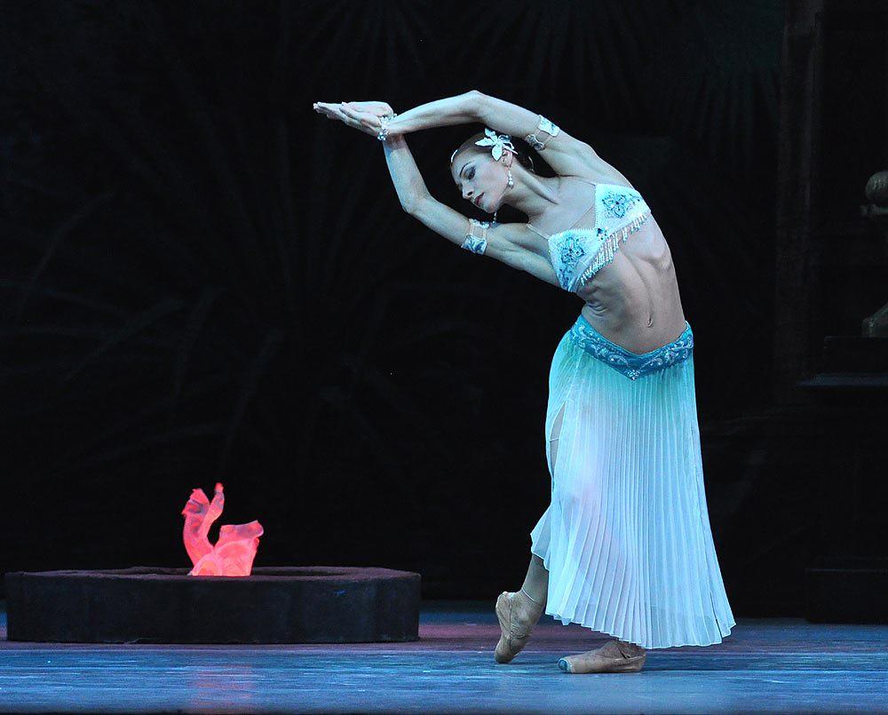 mariinsky-ballet-la-bayadere-act-i-ekaterina-kondaurova-nikiya-pics-john-ross