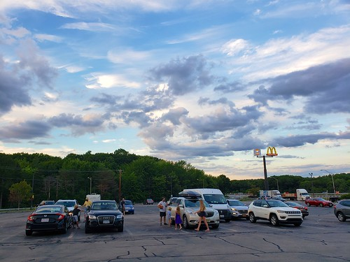 cameraphone clouds sunset everett galaxys9 august2020 sky massachusetts sign 2020 masspike mcdonalds gulf