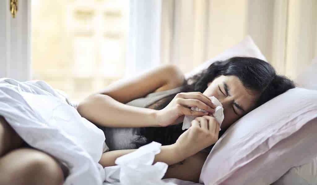 une-exposition-au-virus-du-rhume-aiderait-contre-COVID-19(1)