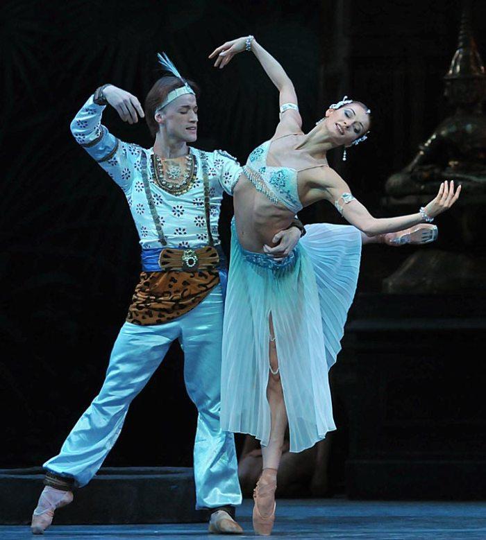 mariinsky-ballet-la-bayadere-act-i-denis-matvienko-solor-and-ekaterina-kondaurova-nikiya-pics-dave-morgan3