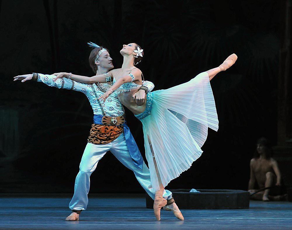 mariinsky-ballet-la-bayadere-act-i-denis-matvienko-solor-and-ekaterina-kondaurova-nikiya-pics-dave-morgan