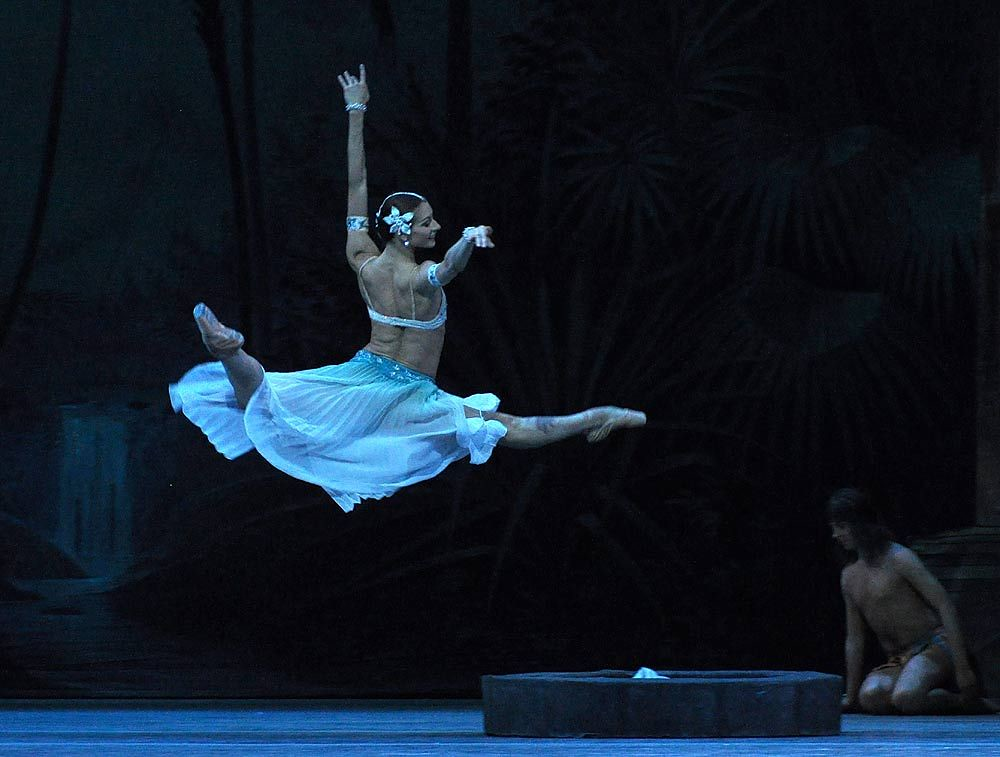 mariinsky-ballet-la-bayadere-act-i-ekaterina-kondaurova-nikiya-pics-john-ross3