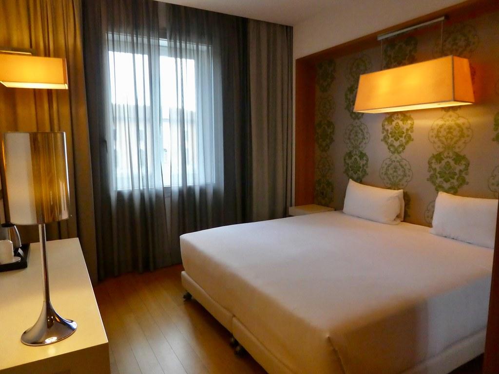 Bedroom, NH Hotels Pisa