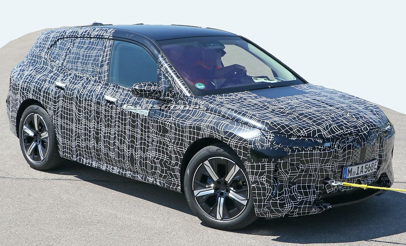 2021-BMW-iNext-spy-shots-5