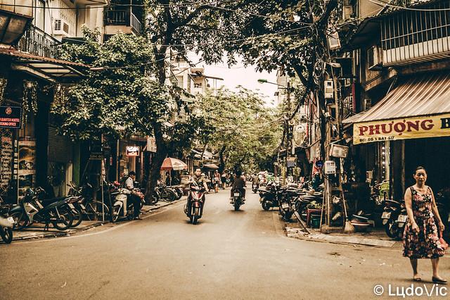 Hanoi, Old quarter street's life