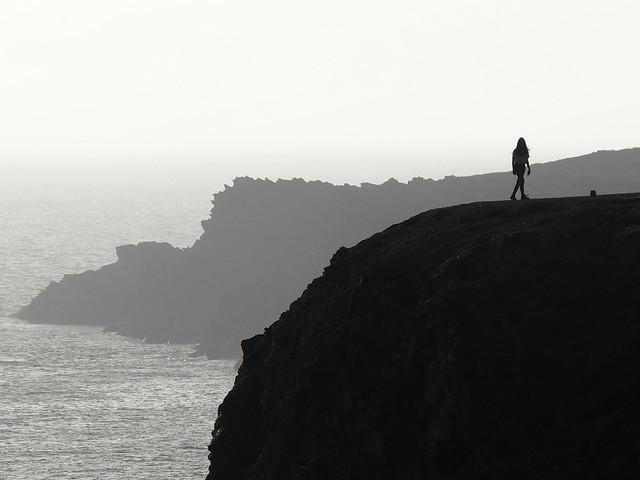 La femme sur la falaise..the lady on the cliff