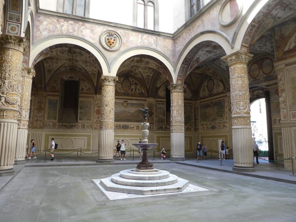 Palazzo Vecchio courtyard Pisa