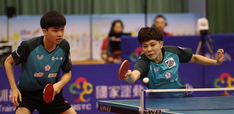 林昀儒(左)、鄭怡靜。(圖/國訓中心提供)