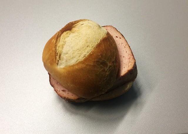 Meatloaf bun / Leberkässemmel