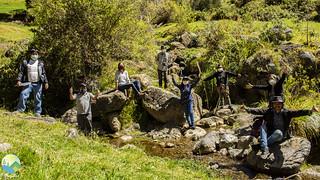 En julio de este año, los Comités de Vigilancia Ambiental realizaron un monitoreo del agua en San Juan de Cushunga, en el punto donde se juntan dos ríos, uno viniendo del cerro Sexamayo, otro de Cushunga. Estos dos ríos juntos forman el río San Lucas que pasa por toda la ciudad de Cajamarca.  Este río es una fuente de agua importante para toda la ciudad de Cajamarca, y todavía tiene agua limpia. Nos muestra por qué es tan importante cuidar el agua en las partes altas del río. Si entra contaminación ahí, contaminará a toda Cajamarca. El monitoreo en San Juan de Cushunga fue el último monitoreo del agua como parte del proyecto de agua limpia con Stad Gent. Este proyecto nos ayudó a mejorar el trabajo de nuestros Comités de Vigilancia Ambiental y mostrar por qué es tan importante proteger los últimos ríos con agua limpia en Cajamarca. Seguiremos defendiendo estos ríos.    Defendamos nuestros ríos, juntxs.
