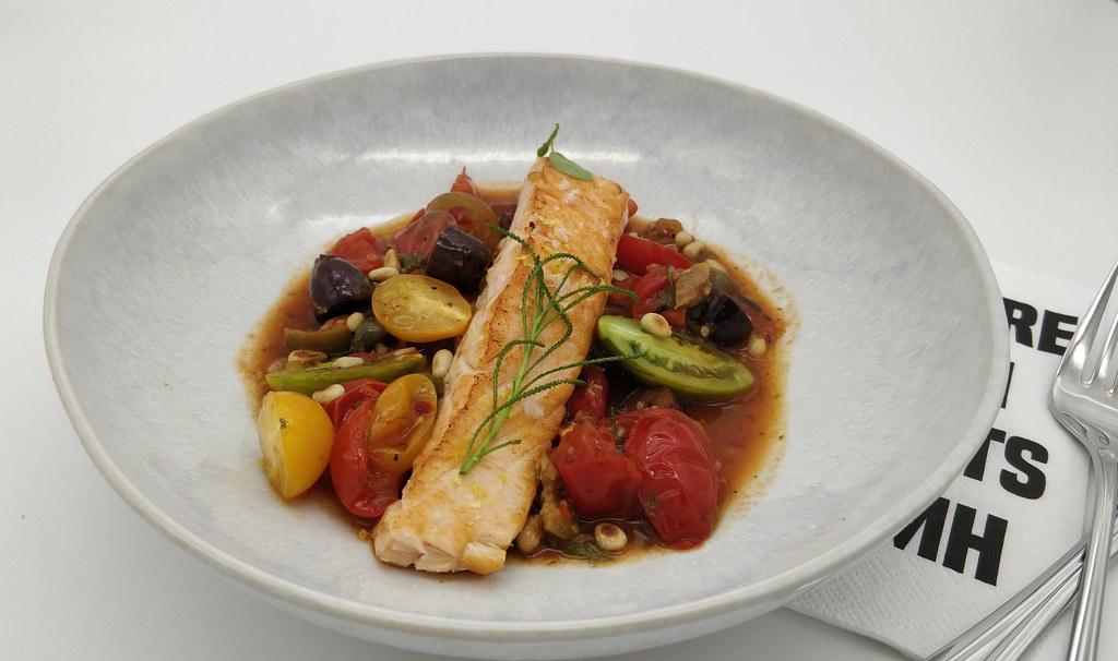 Lachs alla puttanesca, im neuen Teller von #fabeltisch 😍