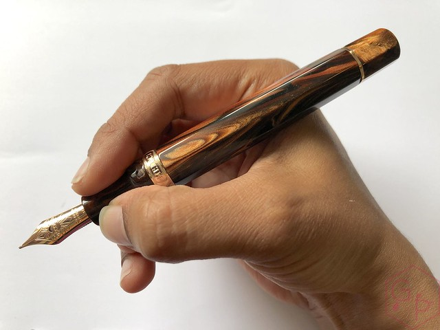 Visconti Medici Rose Sovrano Oversize Fountain Pen 15