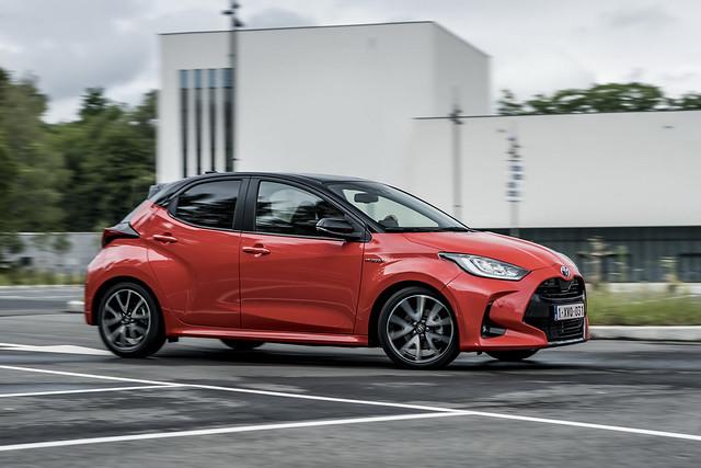 2020-Toyota-Yaris-15
