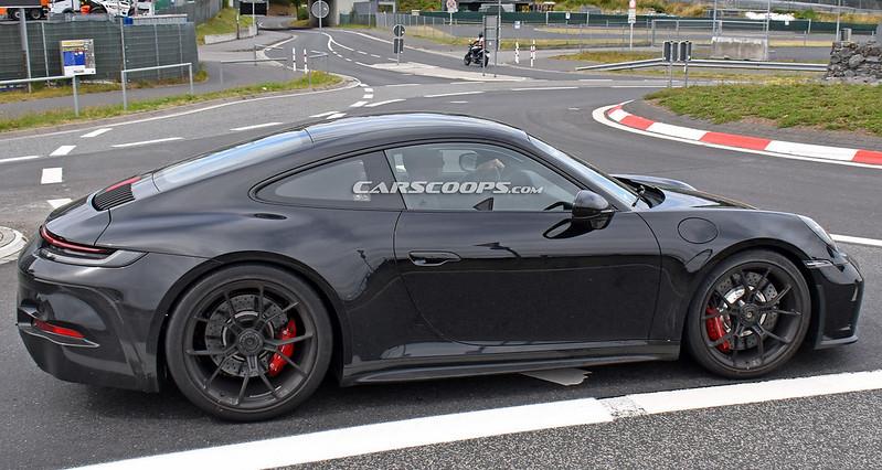 Porsche-911-GT3-Touring-9