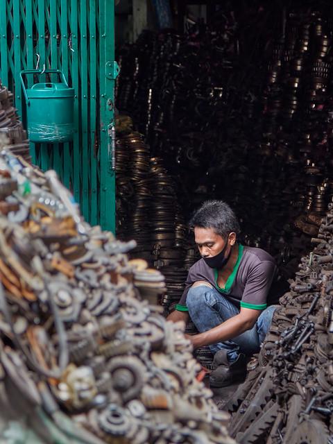 Bangkok – A man and his auto parts