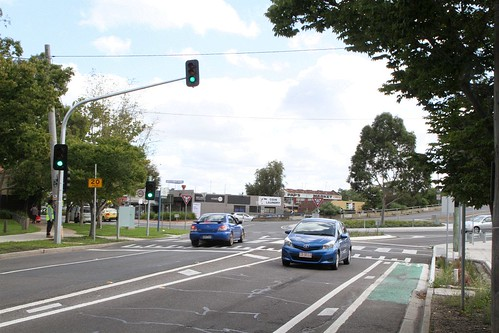 Traffic signals on Hampshire Road at the Sun Crescent roundabout finally commissioned, but still marked as a zebra crossing | by Marcus Wong from Geelong