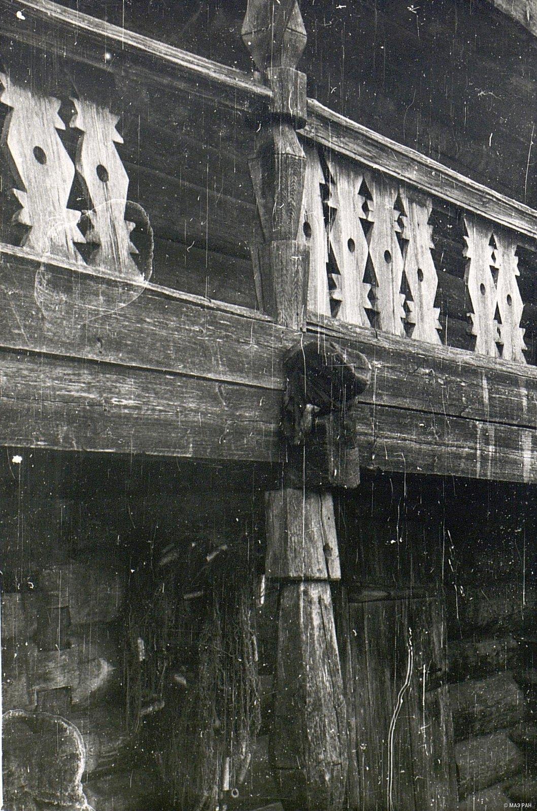 Двухэтажный амбар (деталь)