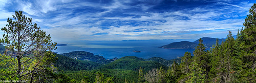 view canonef24105mmf14lusmlens bc landscape westvancouver summer august polarizingfilter canada 2020 canon6d howesound eastknoll bowenisland trees
