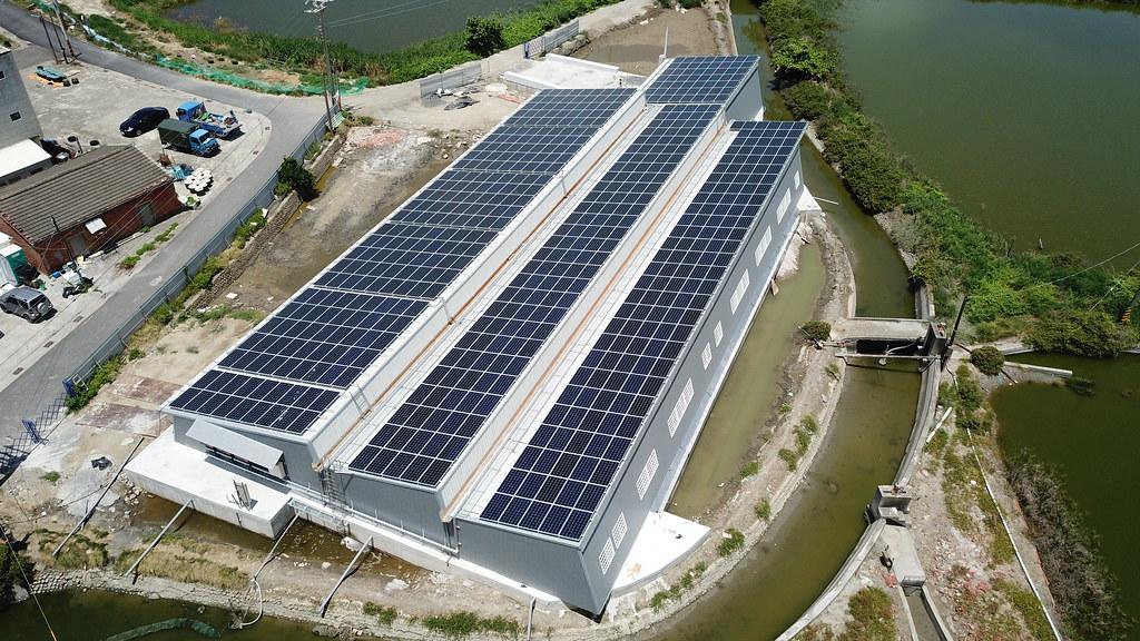 雲豹能源與台鹽綠能聯手共同於台南北門區建置「漁電共生溫室大棚示範場域」。圖片來源:雲豹能源提供