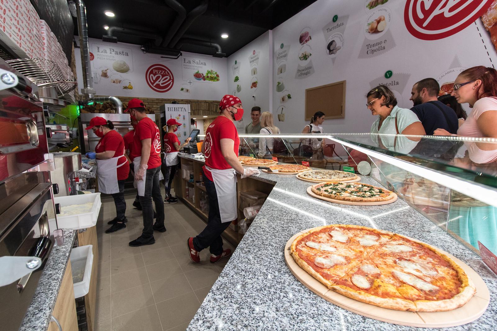 A Sunseaty is evett pizzát a Kárász utcán