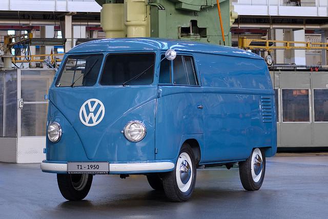1950-volkswagen-bus-sofie-1