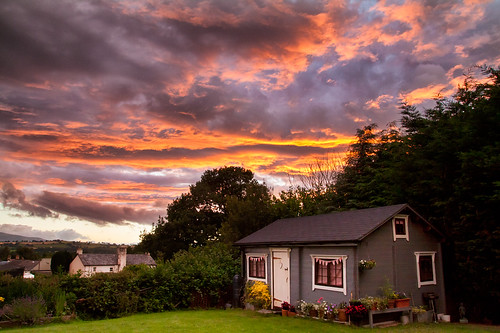 sunset breconbeacons holidayhome summerhouse gardenhouse colourful sky clouds atmospheric vibrant southwales wales llangorse uk canon eos50d tamron 1750mm garden dusk orange dramatic flowers cottage