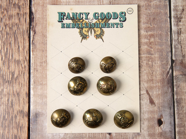 Set of domed brass-effect plastic shanked buttons with military-style crest – 23mm & 20mm