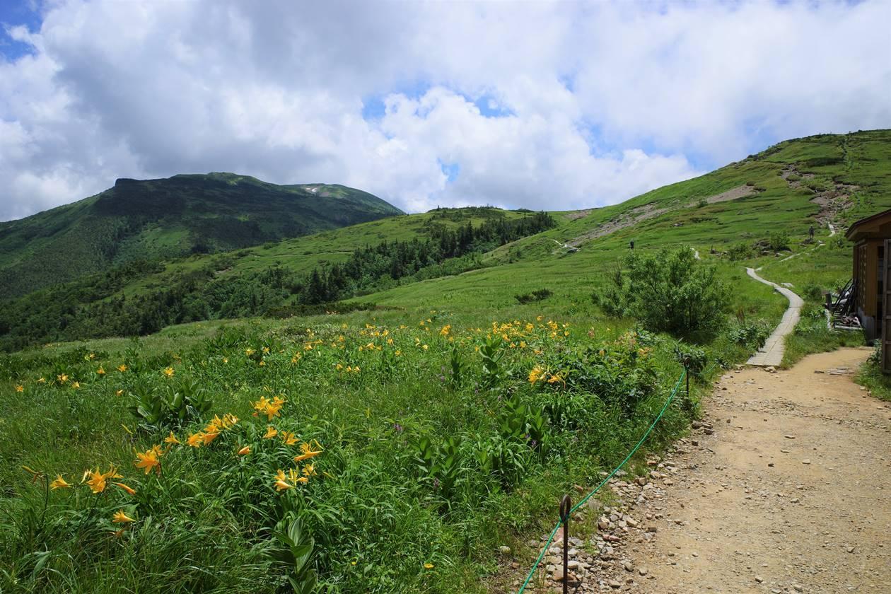 太郎平小屋から北ノ俣岳への稜線