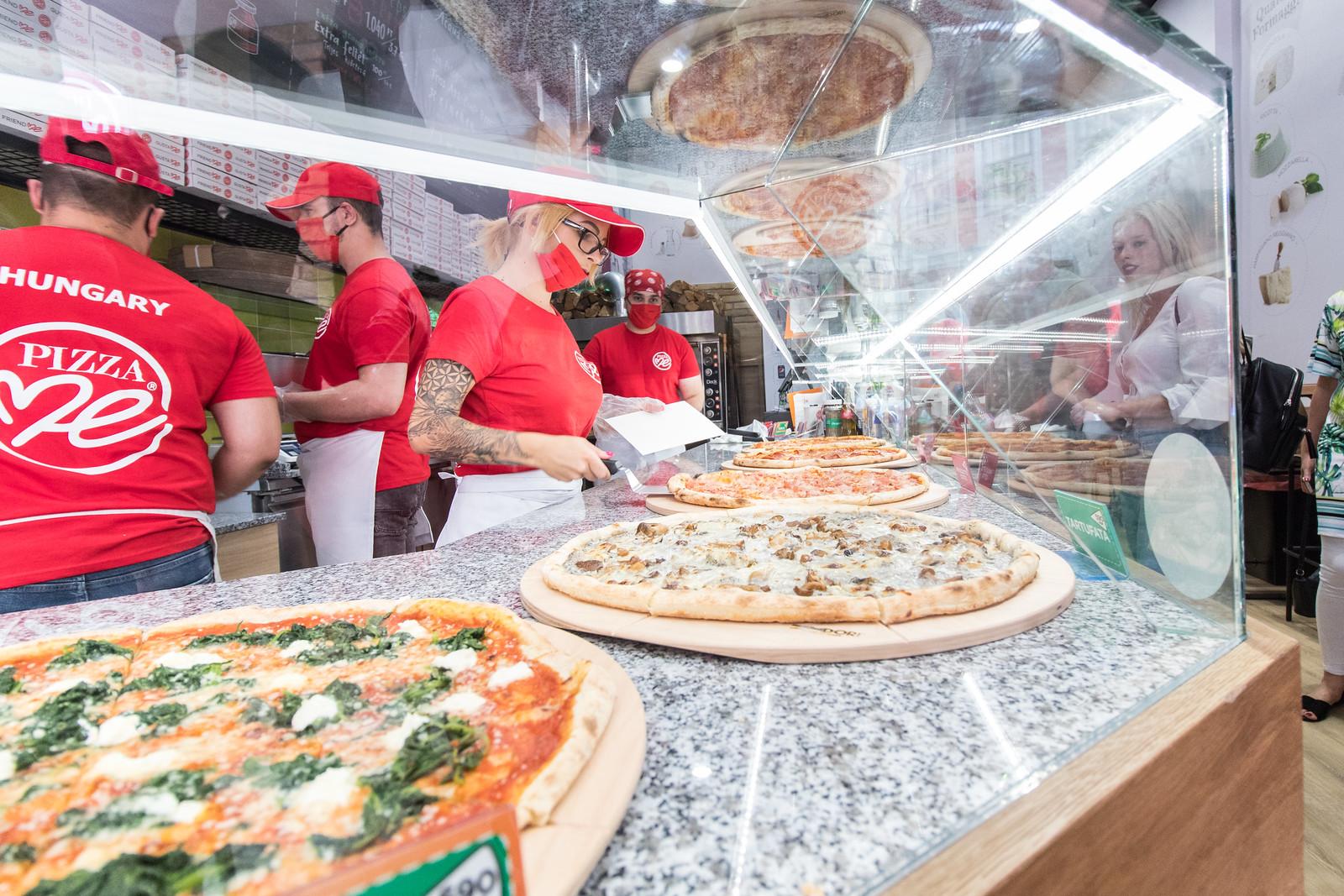 Ettünk pizzát a Kárász utcán