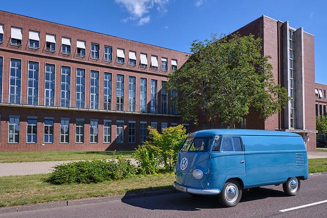 1950-volkswagen-bus-sofie-3