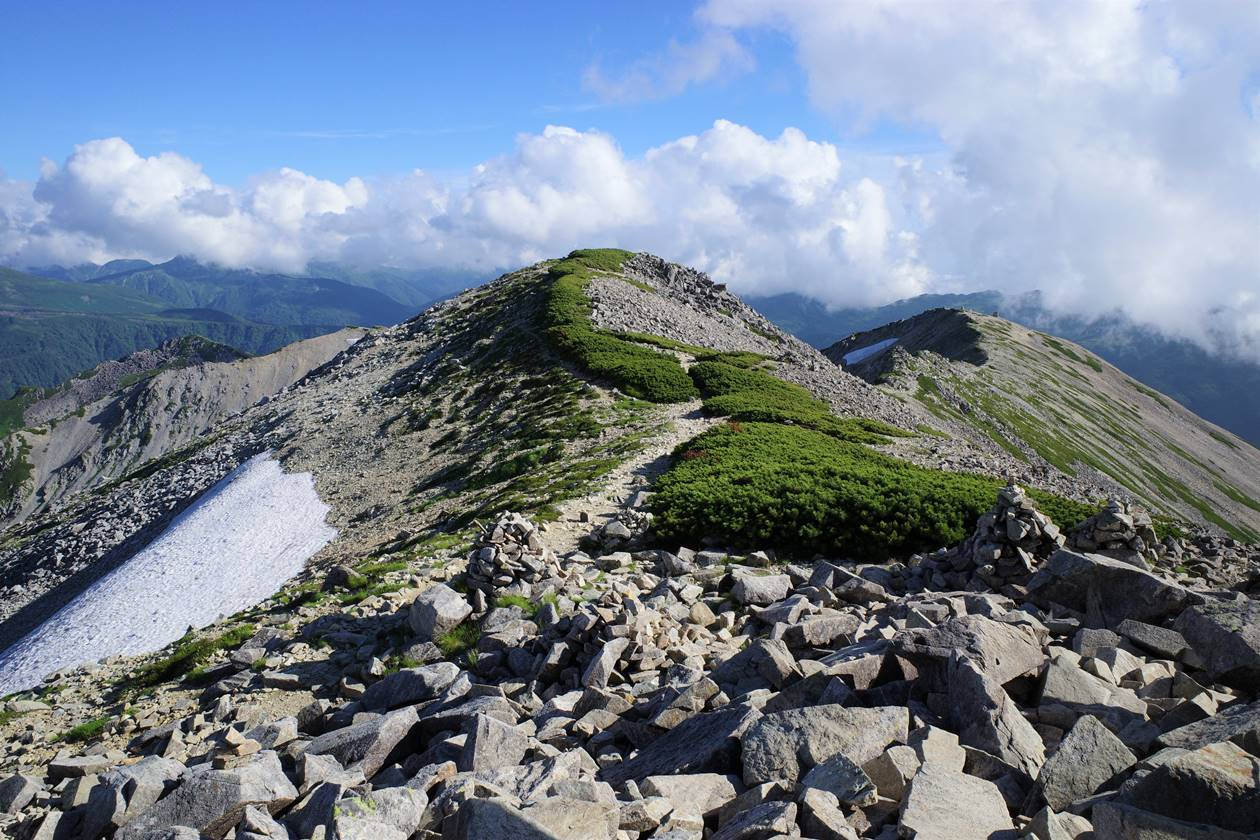 薬師岳山頂の稜線