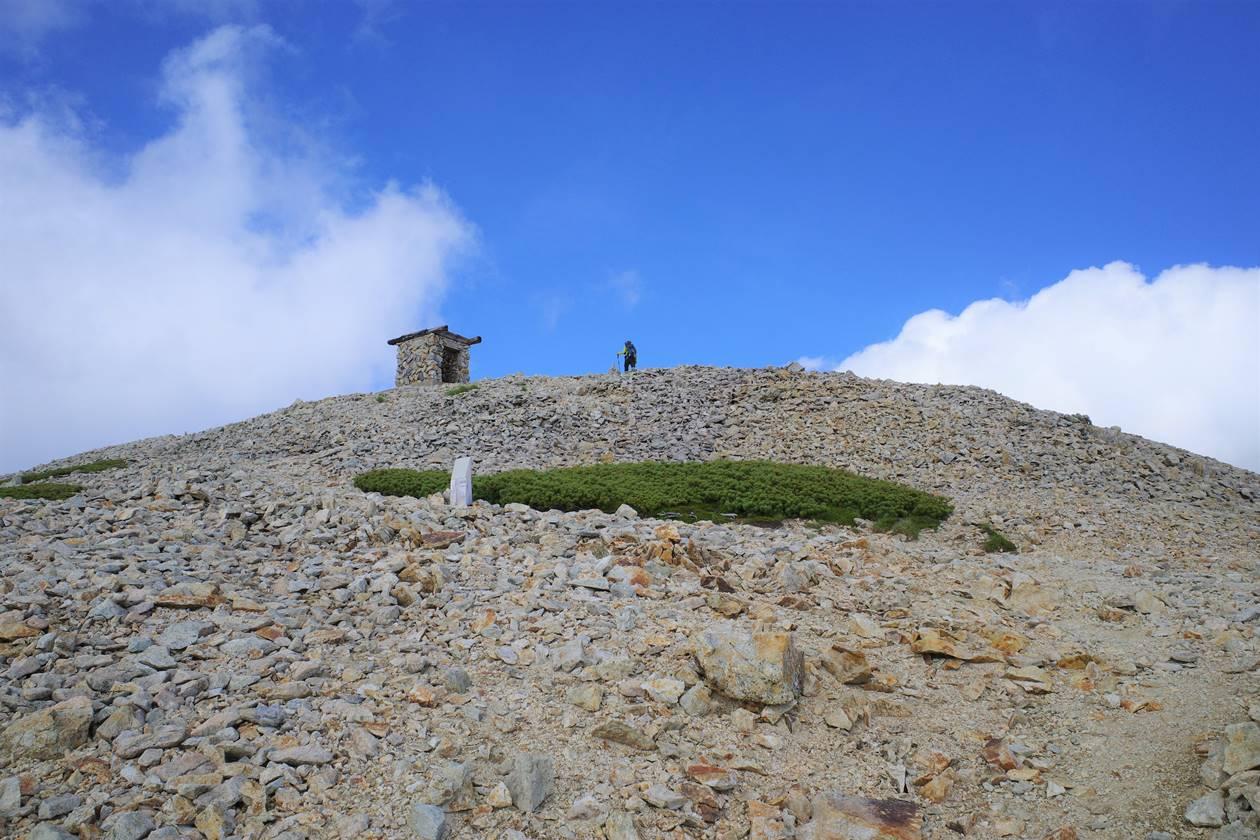 薬師岳山頂手前のピーク