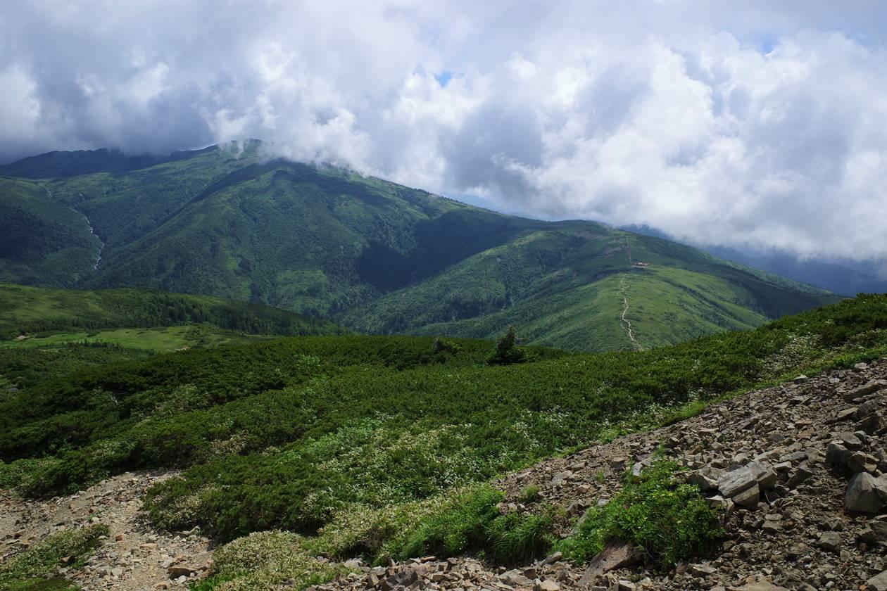 薬師岳稜線から眺める太郎平小屋