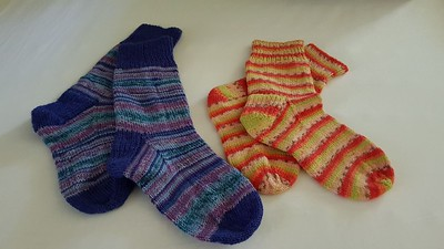 Mirna finished two pairs of socks recently! One was Arne & Carlos Pairfect Star Night and the other is Regia Tutti Frutti in Apple!