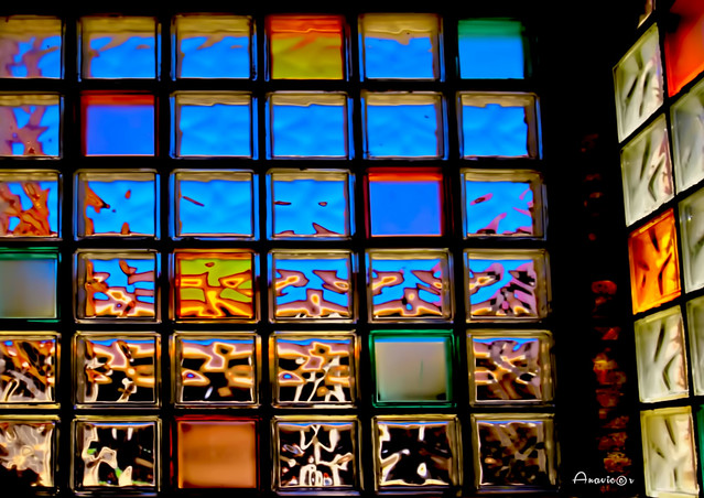 07_An abstract  glass wall_In Explore