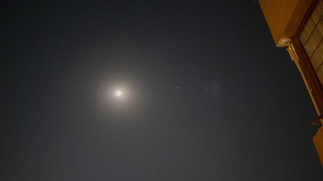 Full Moon , Jupiter and Saturn