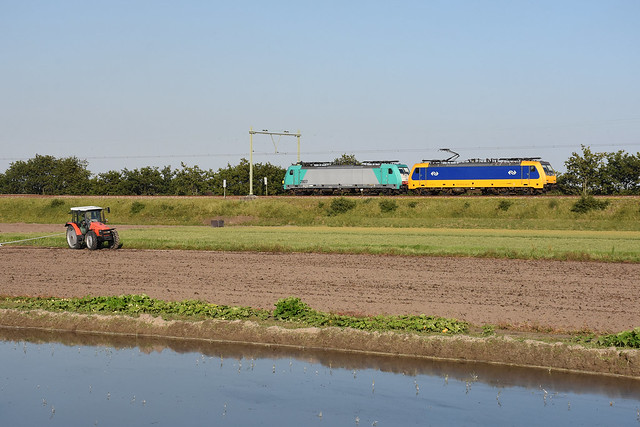 NS 186-006 and NMBS 2807 running light at Hillegom, August 7, 2020