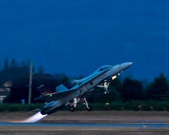 CF-18 JETTING OFF WITH VAPES