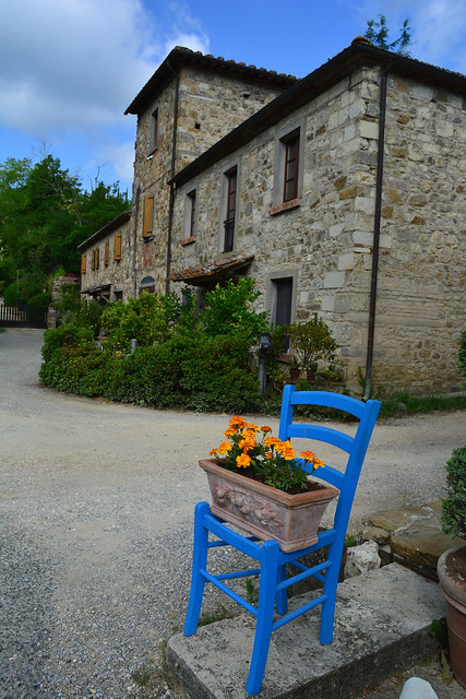 Sedia azzurra nel Chianti