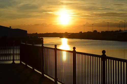 sunset lowestoft lakelothing lowestoftinnerharbour reflection sun water evening atardecer coucherdusoleil sonnenuntergang