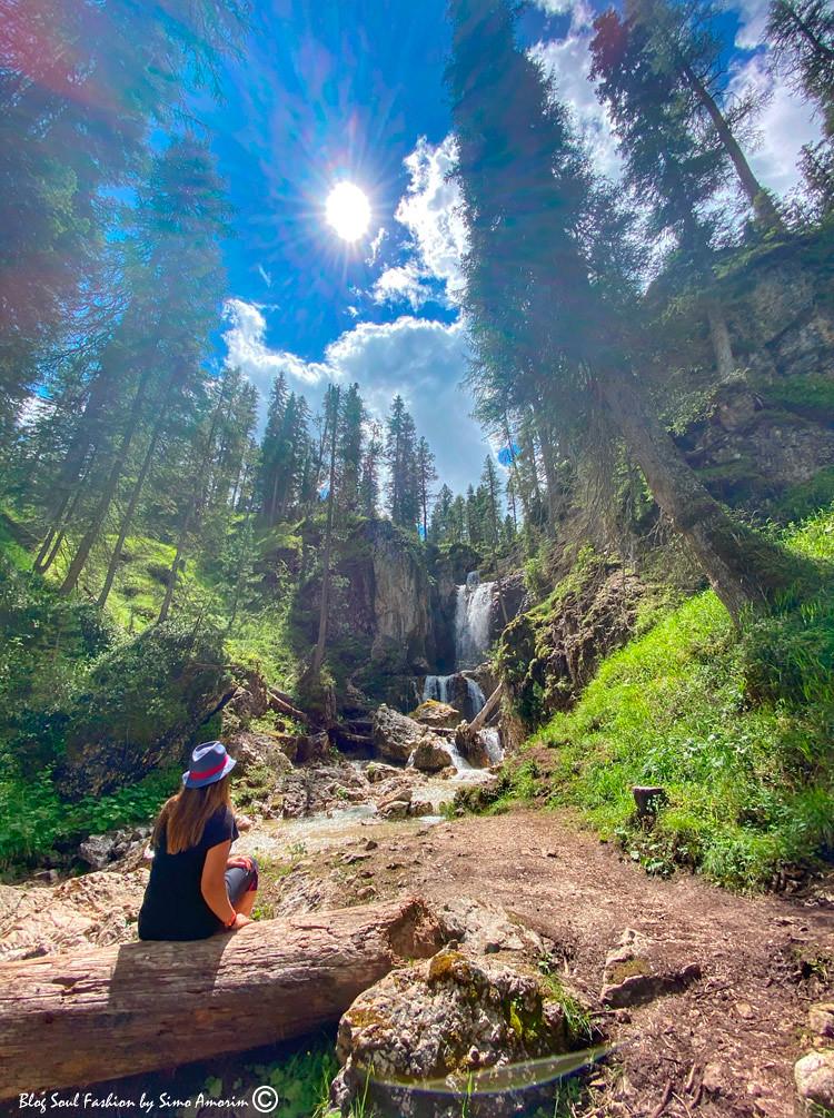 Fiquei impactada com tamanha beleza ao meu redor. Super indico fazerem essa trilha em Cortina. Gordes de Federa é sensacional!