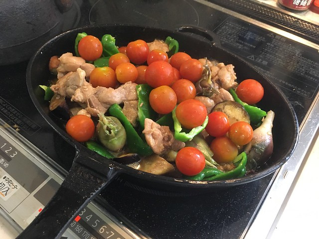 星山鶏ホルモンと夏野菜のアヒージョ