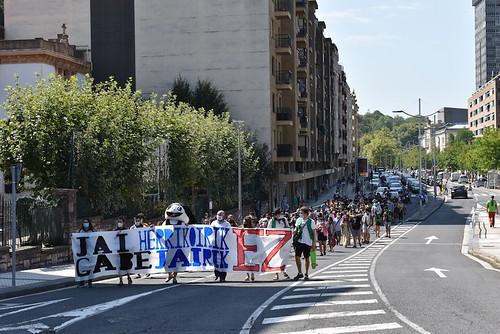 Donostiako Piratek jai herrikoiak aldarrikatzeko manifestazioa egin dute